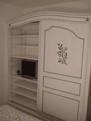 fabricant d 39 armoires laqu es lescar pr s de pau dans le. Black Bedroom Furniture Sets. Home Design Ideas