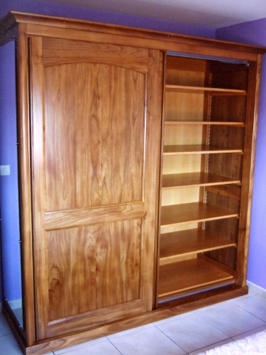 fabricant d 39 une armoire contemporaine portes coulissantes en orme pour peyrehorade pr s de dax. Black Bedroom Furniture Sets. Home Design Ideas