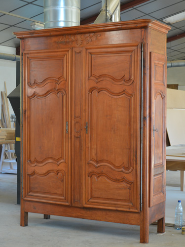 comment restaurer une armoire ancienne perfect relooker. Black Bedroom Furniture Sets. Home Design Ideas