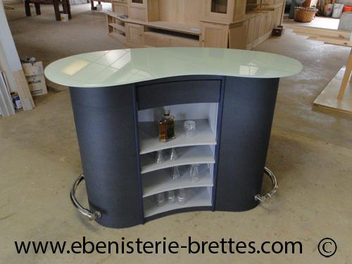 Réalisation d\'un meuble bar arrondi pour Aix-en-Provence ...