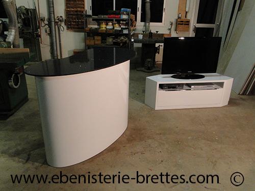 meuble bar laqu forme courbe ebenisterie brettes. Black Bedroom Furniture Sets. Home Design Ideas