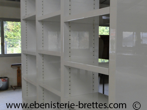 fabrication pour amiens d 39 une biblioth que blanche contemporaine ebenisterie brettes. Black Bedroom Furniture Sets. Home Design Ideas