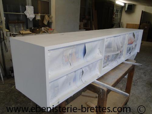 bibliotheque blanche contemporaine avec etageres ouvertes ebenisterie brettes. Black Bedroom Furniture Sets. Home Design Ideas