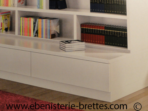 bibliotheque blanche contemporaine avec etageres ouvertes ebenisterie brettes. Black Bedroom Furniture Sets. Home Design Ideas