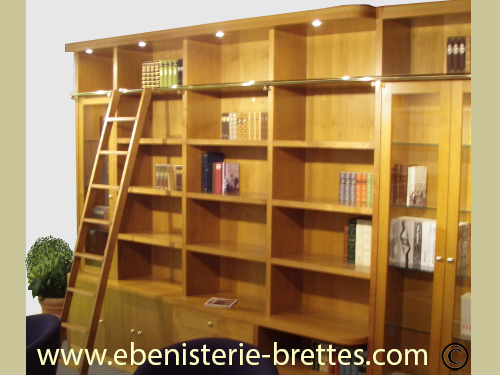 r alisation d 39 une biblioth que contemporaine en bois dor. Black Bedroom Furniture Sets. Home Design Ideas