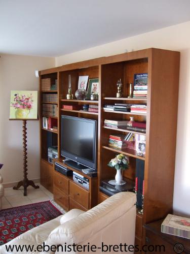 Biblioth que contemporaine en merisier avec portes et tiroirs au pays basque - Ensemble meuble tv et bibliotheque ...