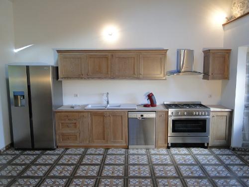 cuisine bois massif ecologique. Black Bedroom Furniture Sets. Home Design Ideas