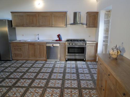 Creation cuisine en chene massif ebeniste landes - Degraisser meubles cuisine bois vernis ...