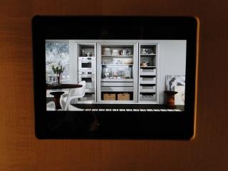 Creation de meubles et placards sur mesures creations contemporaines style 64 tables buffets - Tablette tactile cuisine ...
