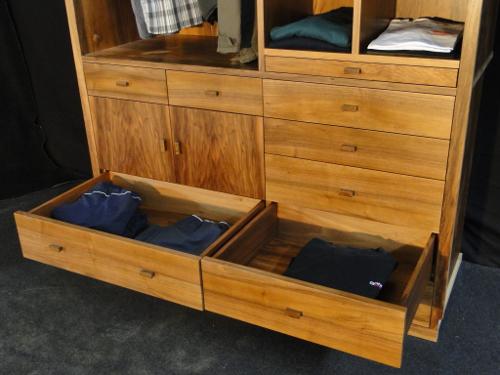 dressing contemporain en bois de noyer biarritz au pays basque ebenisterie brettes. Black Bedroom Furniture Sets. Home Design Ideas