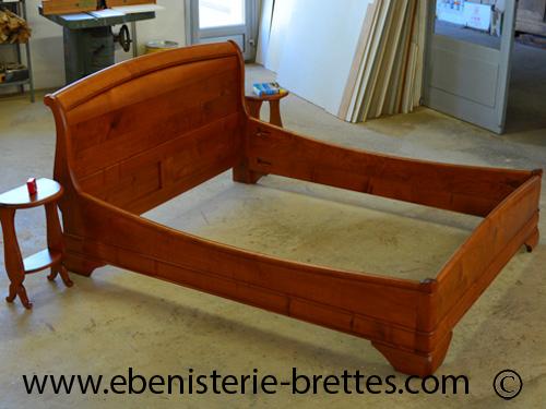 bois de lit grande taille 160cm x 200cm en merisier massif ebenisterie brettes. Black Bedroom Furniture Sets. Home Design Ideas