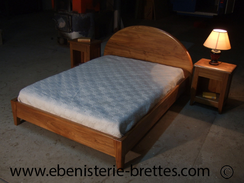 grand lit contemporain en orme massif de fabrication fran aise ebenisterie brettes. Black Bedroom Furniture Sets. Home Design Ideas