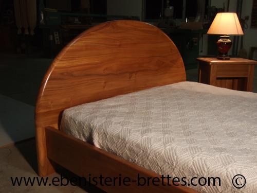 Grand lit contemporain en orme massif de fabrication - Fabrication tete de lit en bois ...
