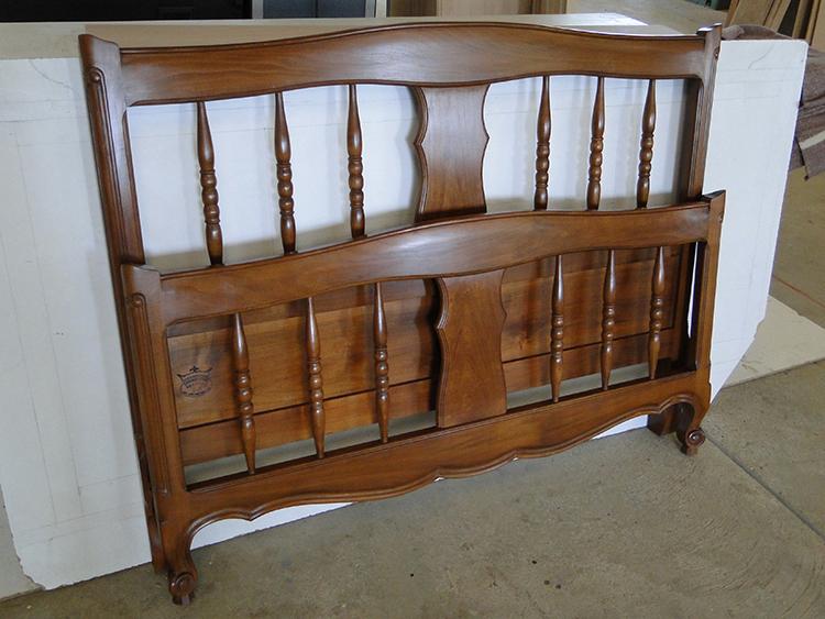 lit a barreaux en merisier louis quinze ebenisterie brettes. Black Bedroom Furniture Sets. Home Design Ideas