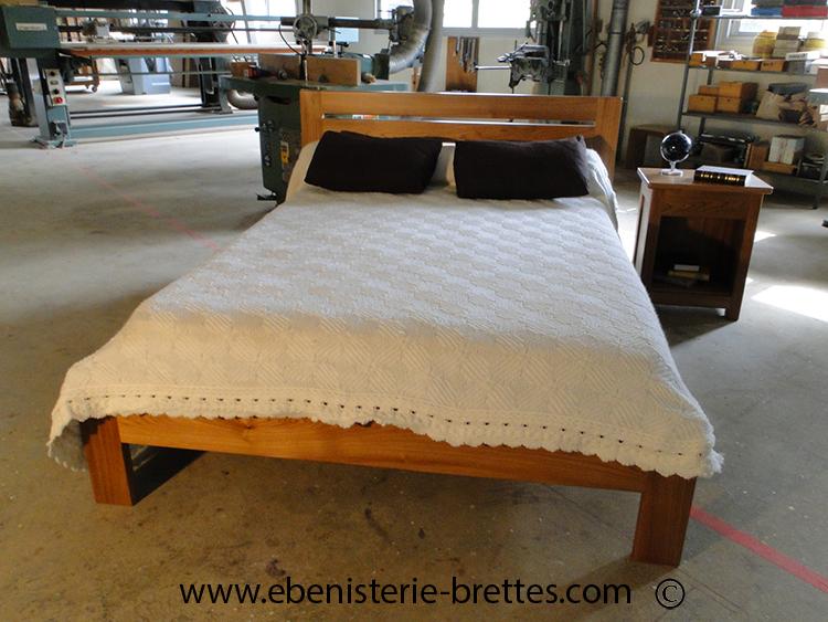 lit contemporain bois d 39 orme ebenisterie brettes. Black Bedroom Furniture Sets. Home Design Ideas