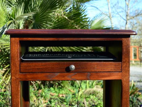 Meuble en bois sur mesure pour ordinateur biarritz cote basque