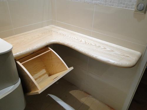 Tablette salle de bain bois vernie arrondie|ebenisterie brettes