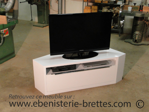 Meuble de t l vision d 39 angle blanc brillant design avec for Meuble tv angle laque blanc