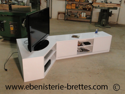 meuble tv en angle blanc fabriqu et livr rennes ebenisterie brettes. Black Bedroom Furniture Sets. Home Design Ideas