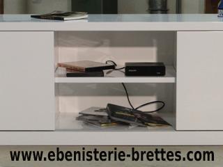 Meuble tv en angle blanc fabriqu et livr rennes ebenisterie brettes for Reproduction meuble design