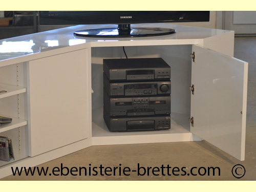 meuble tv d 39 angle pour caen normandie ebenisterie brettes. Black Bedroom Furniture Sets. Home Design Ideas