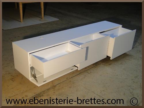 Meuble De T L Vision Moderne Blanc Avec Rangements Sur Mesure R Alis Bayonne Au Pays Basque