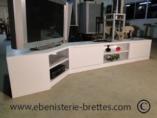 meuble tv design blanc en angle livr bidache au pays basque ebenisterie brettes. Black Bedroom Furniture Sets. Home Design Ideas