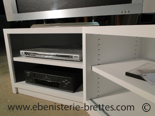 Meuble tv design blanc en angle livr bidache au pays basque ebenisterie brettes for Meuble design strasbourg