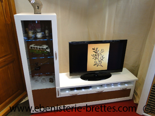 Meuble tv design cuir ebenisterie brettes for Table tele pas cher