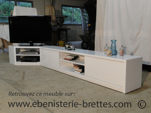 Meuble de t l vision neuf moderne en angle pour chilly for Meuble tele angle design