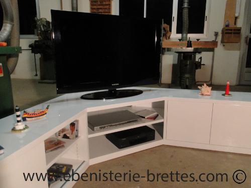 Meuble tv en angle blanc fabriqu et livr toulouse for Meuble hifi d angle