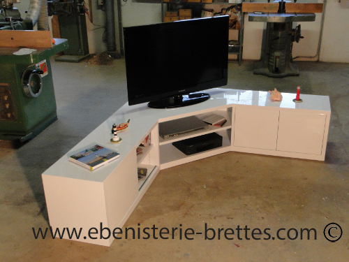 Meuble tv en angle blanc fabriqu et livr toulouse for Meuble tv angle design