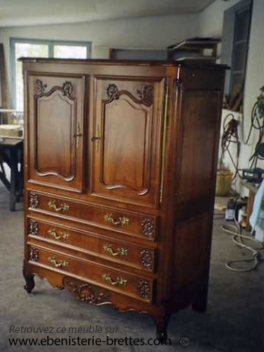 meuble de style ancien sculpte pour television ebenisterie brettes. Black Bedroom Furniture Sets. Home Design Ideas