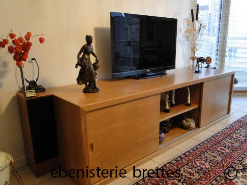 Ebeniste fabricant d 39 un meuble de tv en ch ne moderne for Meuble tele porte coulissante