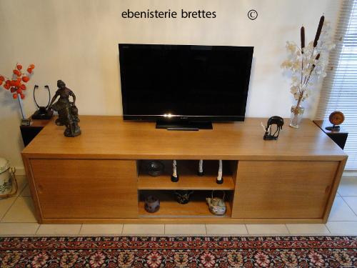 ebeniste fabricant d 39 un meuble de tv en ch ne moderne pau dans le 64 ebenisterie brettes. Black Bedroom Furniture Sets. Home Design Ideas