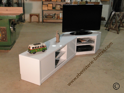 fabriquer son meuble tv angle id es de d coration et de mobilier pour la conception de la maison. Black Bedroom Furniture Sets. Home Design Ideas