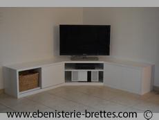 meuble de t l vision sur mesure design contemporains et de style meuble tv ebenisterie brettes. Black Bedroom Furniture Sets. Home Design Ideas