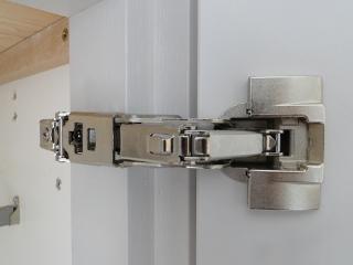 systeme ouverture porte sans poigne vous pouvez aussi opter pour le systme tipon qui rend. Black Bedroom Furniture Sets. Home Design Ideas