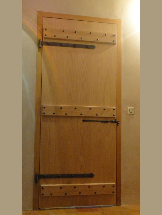 Creation d 39 une porte d 39 int rieur sur mesure en ch taignier ebenisterie brettes - Porte d interieur sur mesure ...