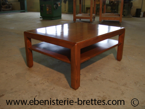 Table moderne carr e en bois massif sur mesure livr e - Table de salon design en bois ...