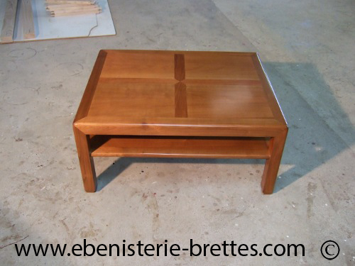 Table moderne carr e en bois massif sur mesure livr e for Table de salon en bois