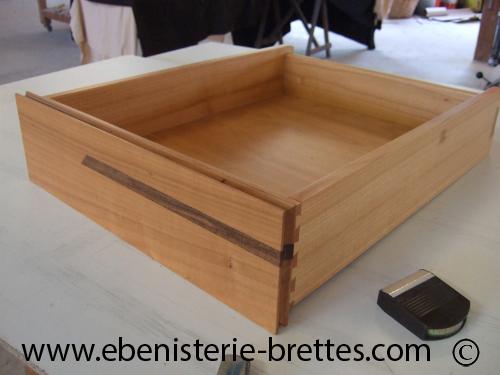 table basse en bois de merisier et noyer dessus en verre livraison antibes sur la c te d 39 azur. Black Bedroom Furniture Sets. Home Design Ideas