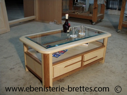 Table de salon en bois de fr ne et orme avec niche et dessus verre r alis e - Table de salon bois et verre ...