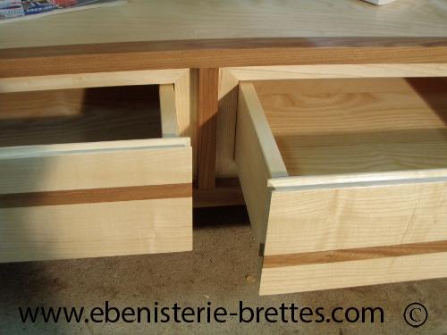 Table de salon en bois de fr ne et orme avec niche et dessus verre r alis e oloron sainte - Dessus de table en verre sur mesure ...