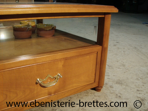 Mobilier de salon avec vitrine et tiroirs en merisier sur mesure livrée à Ang -> Table De Salon Verre Et Merisier