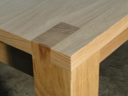 Table carre contemporaine ebenisterie brettes - Pied de table en bois massif ...