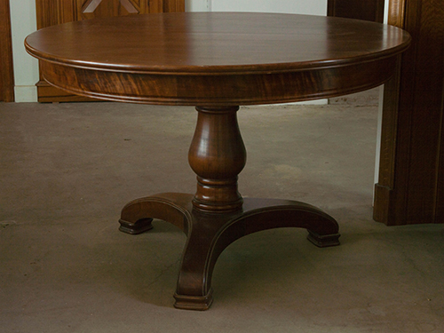 Table ronde en merisier massif avec pied central tourn for Salle a manger table ronde pied central