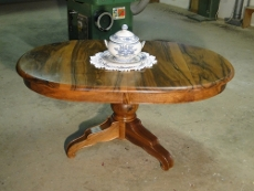 table ovale en noyer massif